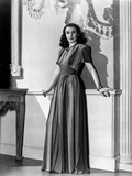 Vivien Leigh Leaning on Wall in Dress Photo by  Movie Star News