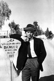 Yul Brynner Leaning in Sign Board With Hat Photo by  Movie Star News