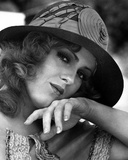 Bernadette Peters Close Up Portrait in Round Wool Hat and White Blouse with Head Leaning on the Han Photo af Movie Star News