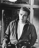 James Dean Posed in Black Long Sleeve Silk Jacket and White Round Neck T-Shirt Foto van  Movie Star News