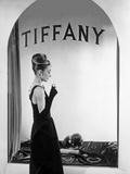 Audrey Hepburn Publicity Still in Front of Tiffany's Window Foto af  Movie Star News