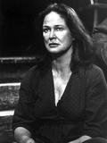 Colleen Dewhurst Looking Away in V-neck Sweater Portrait Photo by  Movie Star News