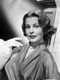 Arlene Dahl posed On Side in Classic Hairdo with Pearl Necklace Photo by  Movie Star News
