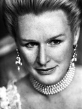 Glenn Close wearing White Necklace and Earrings Close Up Portrait Photo by  Movie Star News