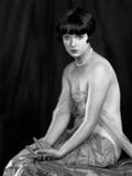 Louise Brooks sitting in Sexy Dress with Black Background Photo by  Movie Star News