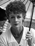 Maggie Smith Holding Umbrella in White Dress with Necklace Photo af Movie Star News