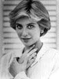 Helen Slater Portrait Hand on Neck in White Long Sleeve Polo Photo af Movie Star News