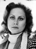 Beverly D'angelo wearing Sweater with Scarf Close Up Portrait Photo by  Movie Star News
