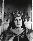 Laurence Olivier in King Outfit Black and White Portrait Photo by  Movie Star News