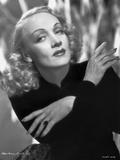 Marlene Dietrich Posed in Black Suit with Arm's Cross Foto von AL Schafer