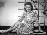 Anne baxter on a Printed Dress sitting and smiling Photo by  Movie Star News