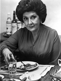 Maureen Stapleton Eating on a Table wearing Black Blouse Photo af  Movie Star News