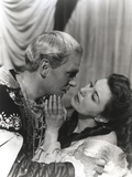 Laurence Olivier Couple Portrait in Kissing Scene Photo by  Movie Star News