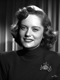 Alexis Smith smiling in Portrait wearing a Black Shirt Photo af Movie Star News