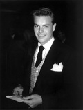 Robert Wagner Posed in Black Suit With Black Background Photo by  Movie Star News