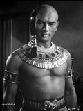 Yul Brynner Posed in Egyptian Attire With earrings Photo by  Movie Star News