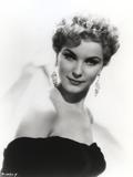 Debra Paget Portrait wearing Dangling Earrings Photo af Movie Star News