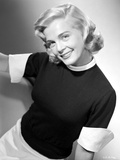 Lizabeth Scott posed in Portrait with Black Top Photo by  Movie Star News