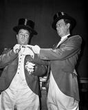 Abbott & Costello in Top Hats Removing their Gloves Photographie par  Movie Star News