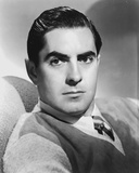 Tyrone  Powers With Headband Black and White Foto af  Movie Star News
