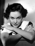 Maureen O'Sullivan Leaning with Arms Crossed Photo by  Movie Star News