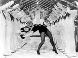 Eleanor Powell on a Bending Backward Pose Photo af Movie Star News