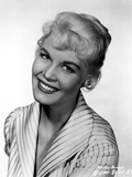 Dorothy Provine smiling in Stripes Blouse Foto af  Movie Star News