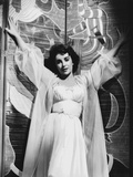Elizabeth Taylor Arms Up in Black and White Photo by  Movie Star News