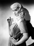 Dorothy Provine Holding Cigarette in Classic Foto af  Movie Star News