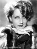 Norma Shearer Leaning Chin On Hand in Classic Foto af  Movie Star News