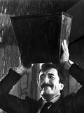 Peter Sellers in Black Suit With Carrying Box Photo af Movie Star News