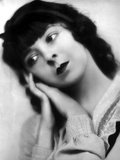 Colleen Moore Head Leaning on Hand Pose Photo by  Movie Star News