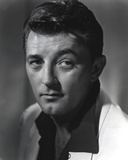 Robert Mitchum Posed with a Straight Face Photo by  Movie Star News