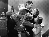 It's A Wonderful Life Hugged by Family Foto van  Movie Star News