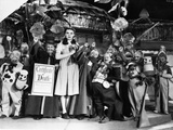 Wizard Of Oz Cast Posed in Group Picture Photo by  Movie Star News