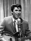 Lou Phillips singing in Suit With Guitar Photo by  Movie Star News