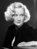 Miriam Hopkins Leaning on Table Portrait Photo by  Movie Star News