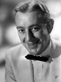 Alec Guinness smiling in White Suit Photo by  Movie Star News