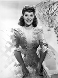 Dinah Shore Posed in Swirly dress Photo af Movie Star News