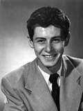 Eddie Fisher smiling in Nice Suit Photo by  Movie Star News