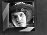Mary Philbin on a Hat Portrait Photo af Movie Star News