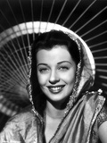Gail Russell smiling in Shawl Photo by  Movie Star News