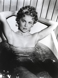 Rhonda Fleming sitting Portrait Photo by  Movie Star News