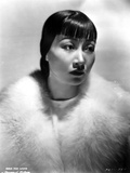 Anna Wong Using a Fur Scarf Photo by  Movie Star News