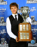 Artemi Panarin with the 2016 Calder Trophy Photo