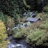 Derelict Houses in Manning Park, British Columbia, Canada Fotografisk tryk af Mark Taylor