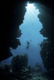Sunlight Descends Underwater and into a Crevice on Palau's Barrier Reef Reprodukcja zdjęcia autor Stocktrek Images