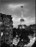 Eiffel Tower Evening Monteret tryk af Henri Silberman