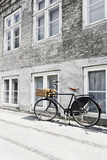Bicycle Leans Against Wall, City, Copenhagen, Denmark, Scandinavia Stampa fotografica di Axel Schmies