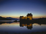 GrovŸbritanien, Schottland, Eilean Donan Castle Mit, Loch Duich Am Abend, Abendstimmung, Burg, See Photographic Print by  Thonig